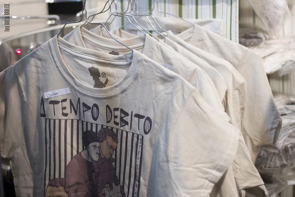 A tempo debito tshirt gadget merchandising del film